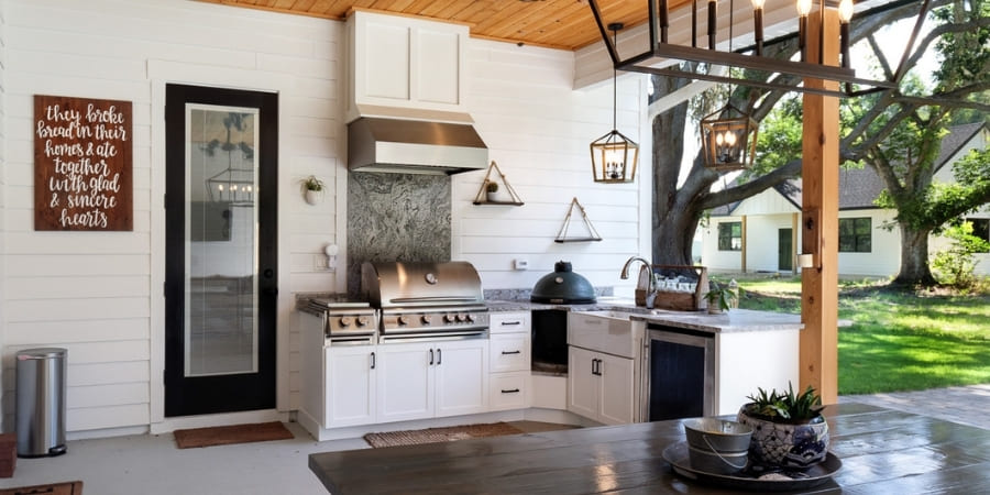 Best Outdoor Summer Kitchen Materials to Withstand Florida Weather | RRCH, Inc.